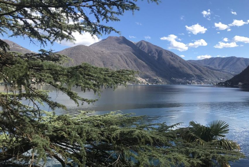 Lake and mountain Brienno