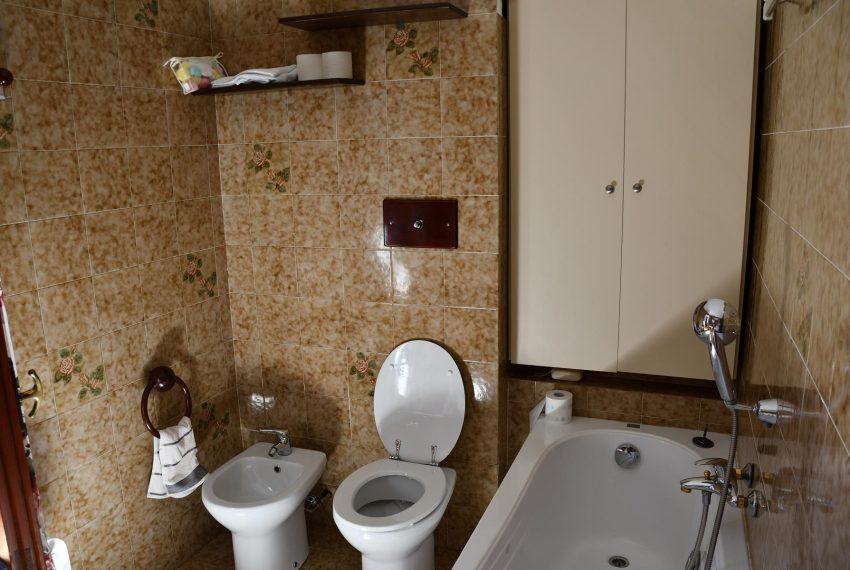 Bathroom Argegno apartment