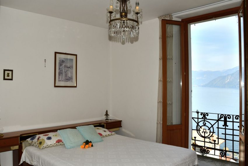 20.Apartment in Argegno - main bedroom