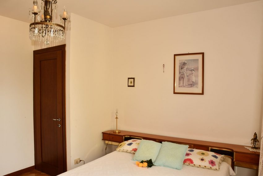 21.Apartment in Argegno - double bedroom