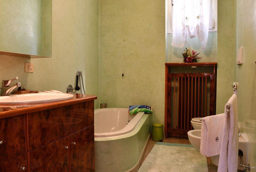 22.Argegno apartment - bathroom