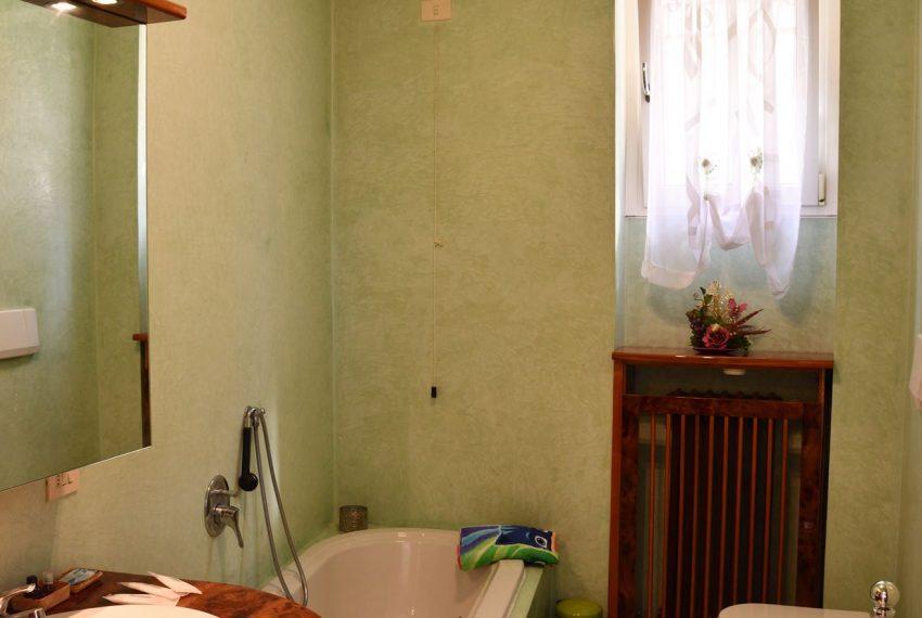 22a.Apartment Argegno - bathroom