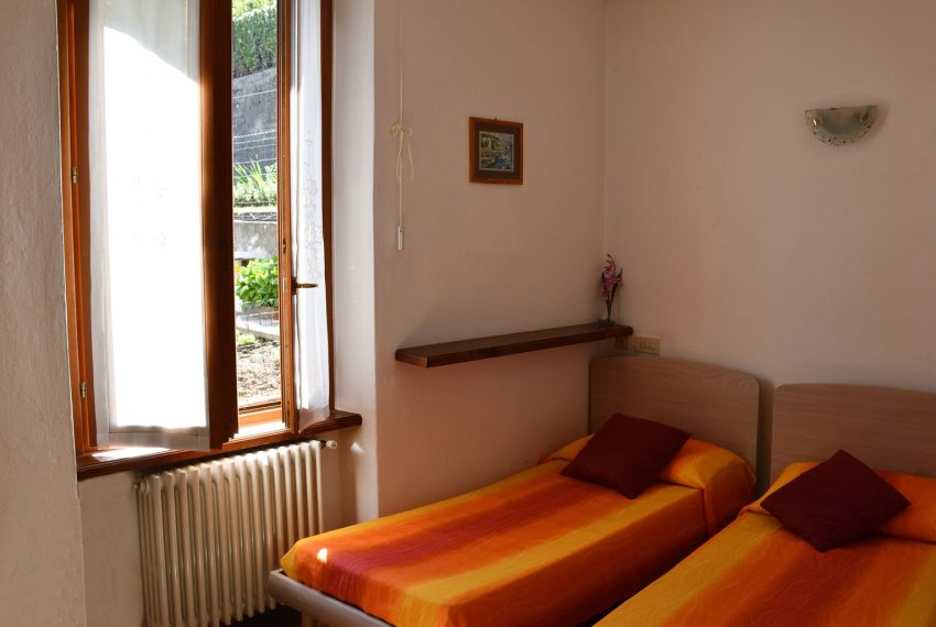 24.Apartment in Argegno - two single beds