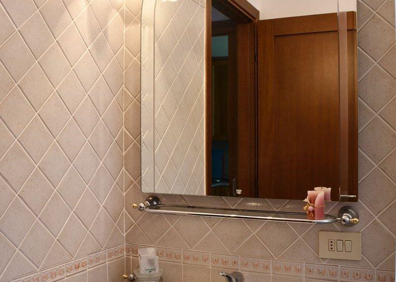26.Apartment on Lake Como - bathroom