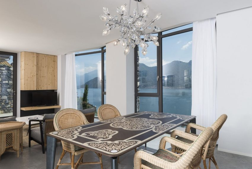 Tabel and chairs - Villa on Lake Como