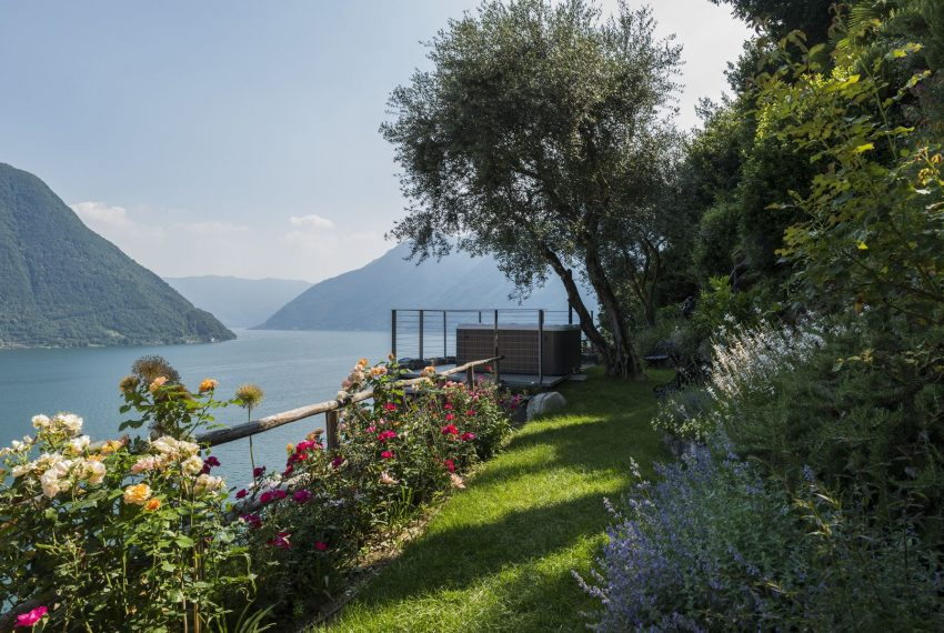 Villa on Lake Como - beautiful gardens