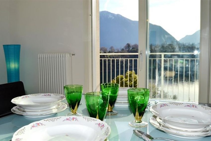 14. Enjoy your luch at Lake Como apartment