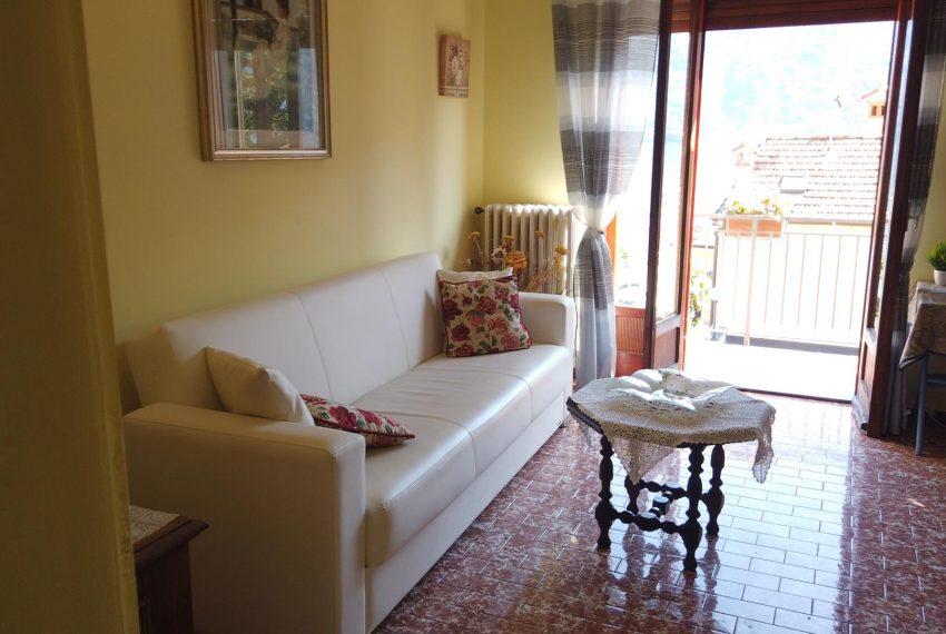 16. Sofa in apt Sala Comacina