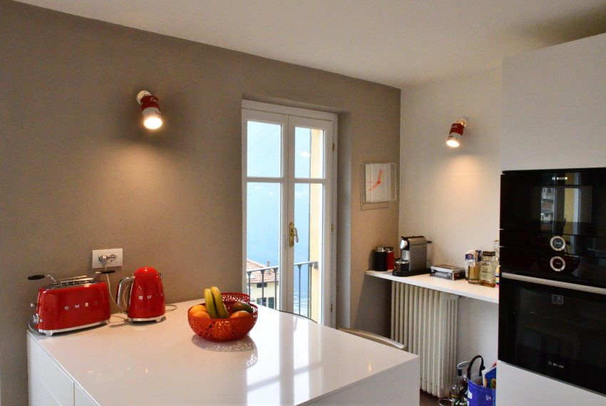 19a. Modern kitchen holiday house Argegno