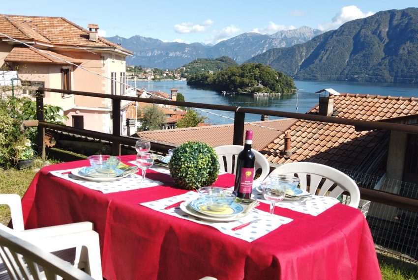 24. Enjoy jour luch at Lake Como