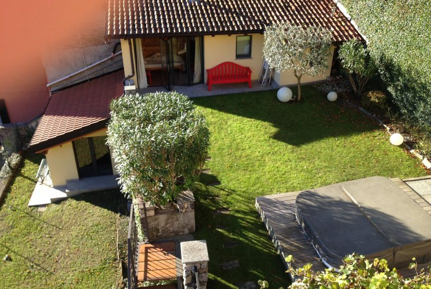 5.Property with two dependances in Argegno for rent