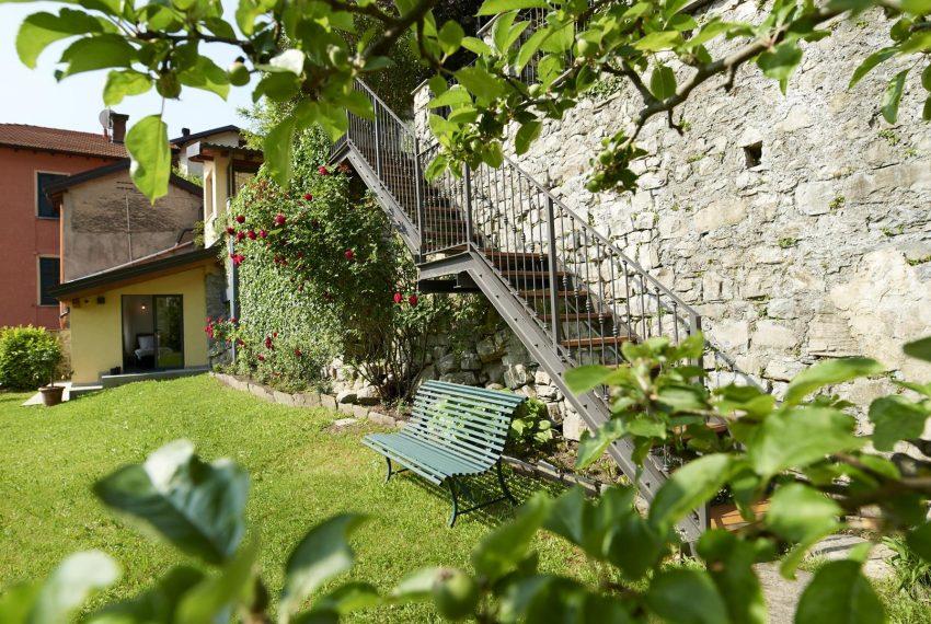 8.Second private garden Villa Argegno for holiday
