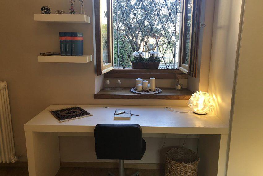 Apartment Lezzeno Lake Como - bedroom with desktop