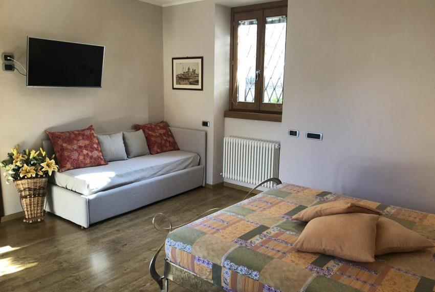 Apartment Lezzeno Lake Como - bedroom with sofa