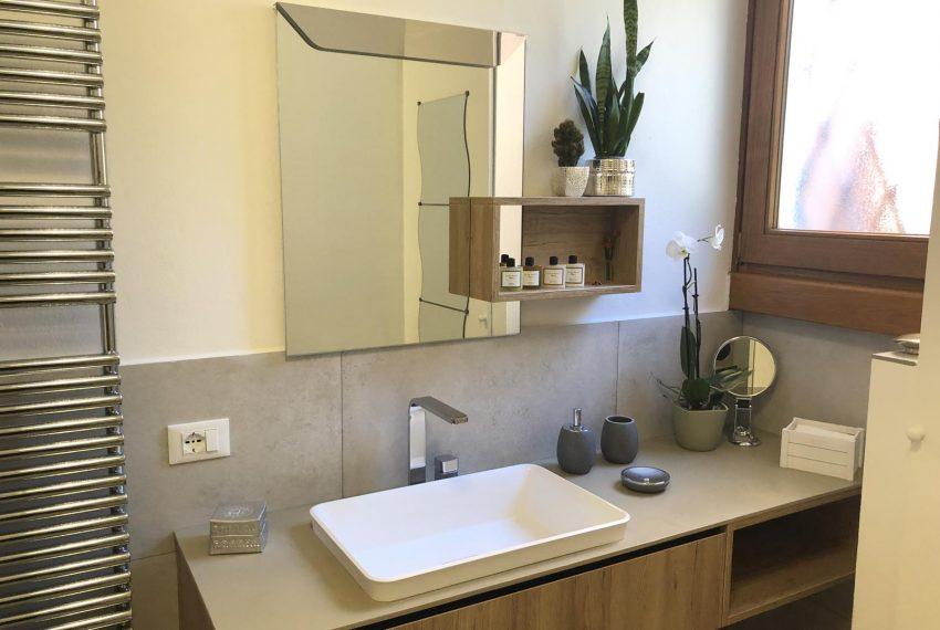 Elegant apt Lezzeno - bathroom
