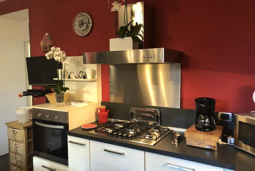 Lezzeno apartment - kitchen