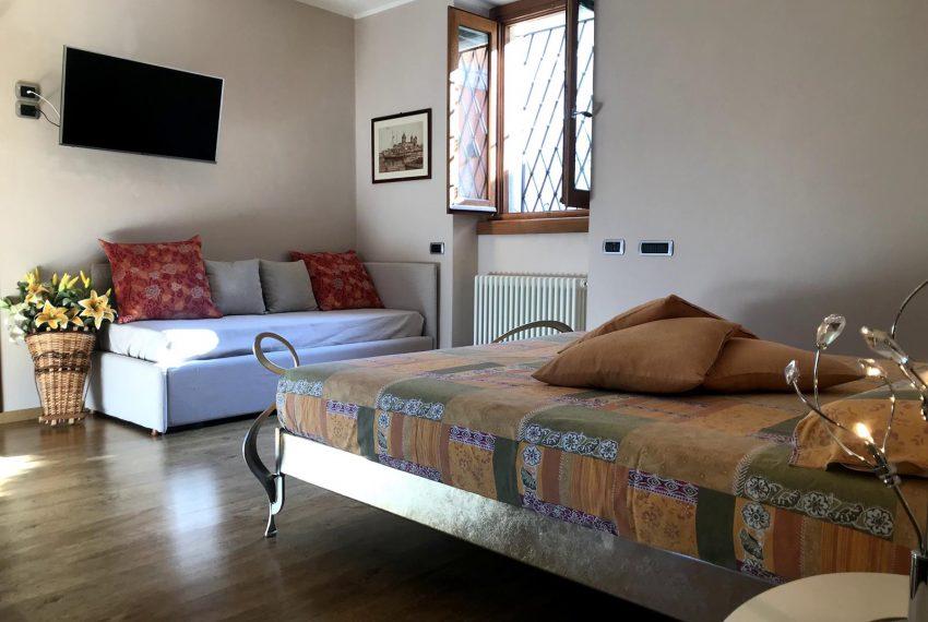 Lezzeno apartment- sofabed