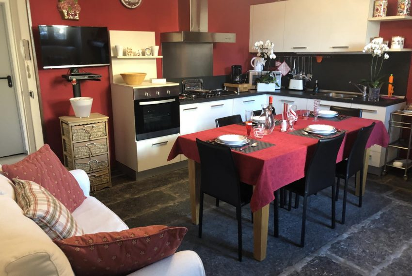 Lezzeno apt Lake Como - kitchen and dining room