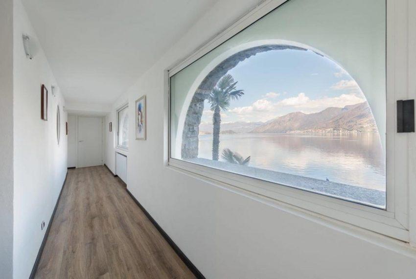 3. Entrance with Lake Como view Argegno