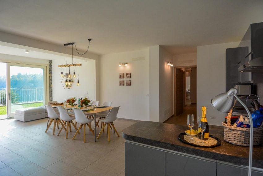 14. Living room and kitchen Lake Como