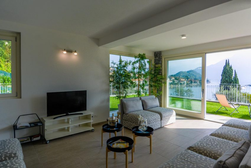 17. Living Room with Lake view