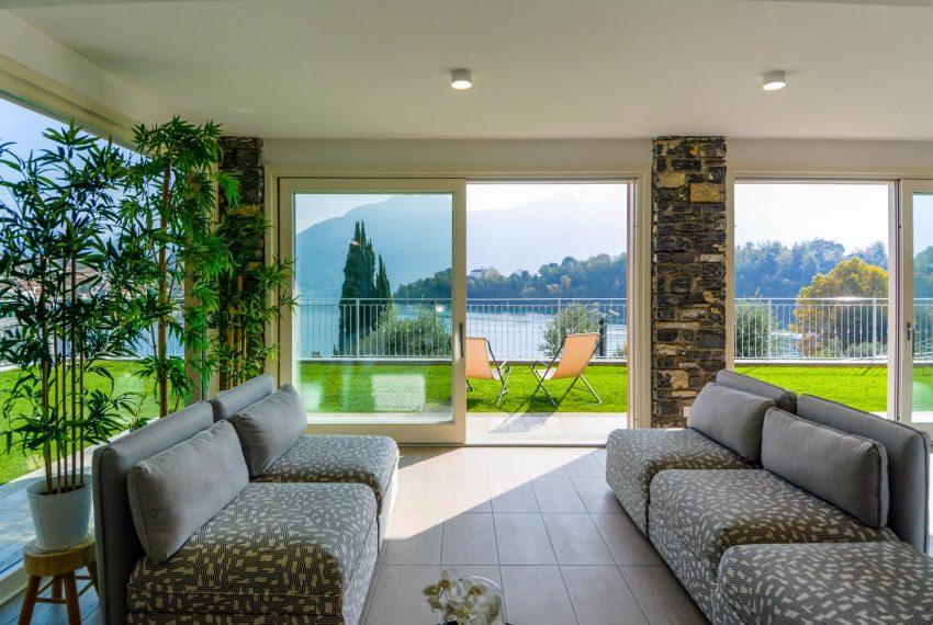 17. Lounge with view Lake Como