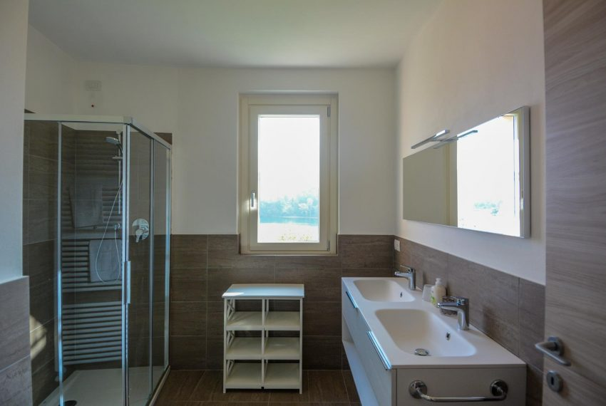 20. Bathroom with shower