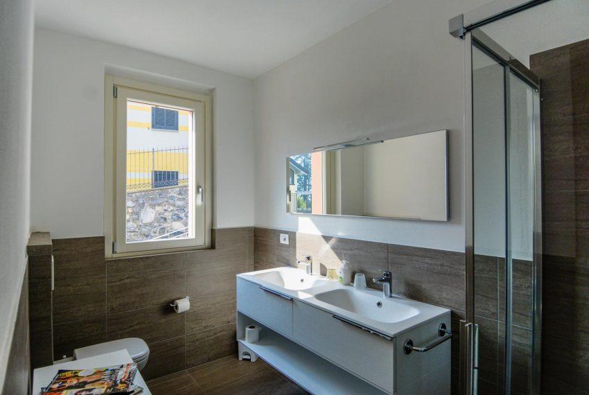 32. Bathroom with shower luxury Villa Lake Como