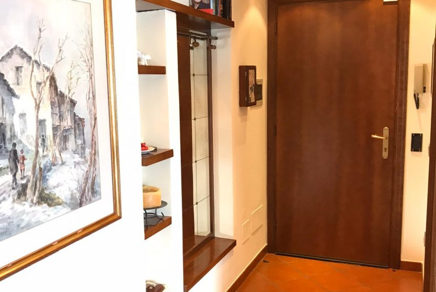 4. Hall apartment Argegno