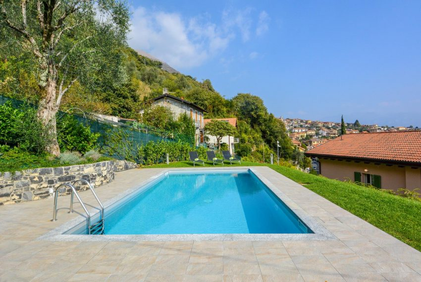 7. Villa with pool in Ossuccio