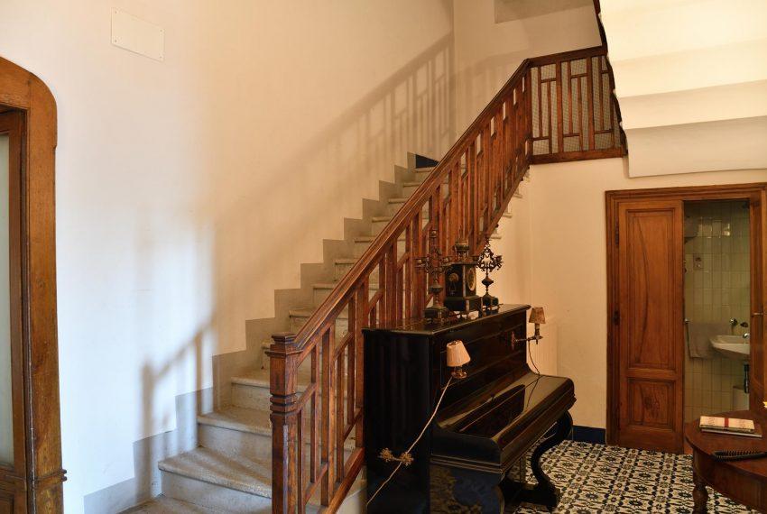 16. Stairs and toilet Villa Valle Intelvi
