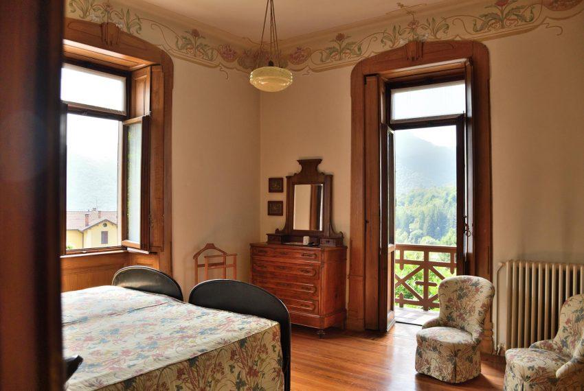 19. Bedroom with singlebeds Castiglione Intelvi