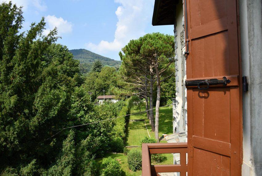 20. Bedroom with nice balcony Castiglione Intelvi