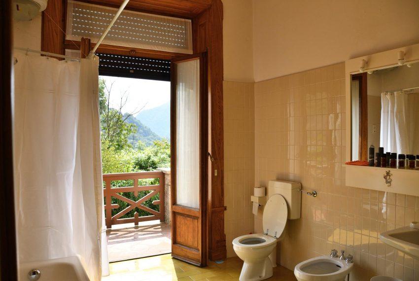 21. Bathroom with bathtube and balcony