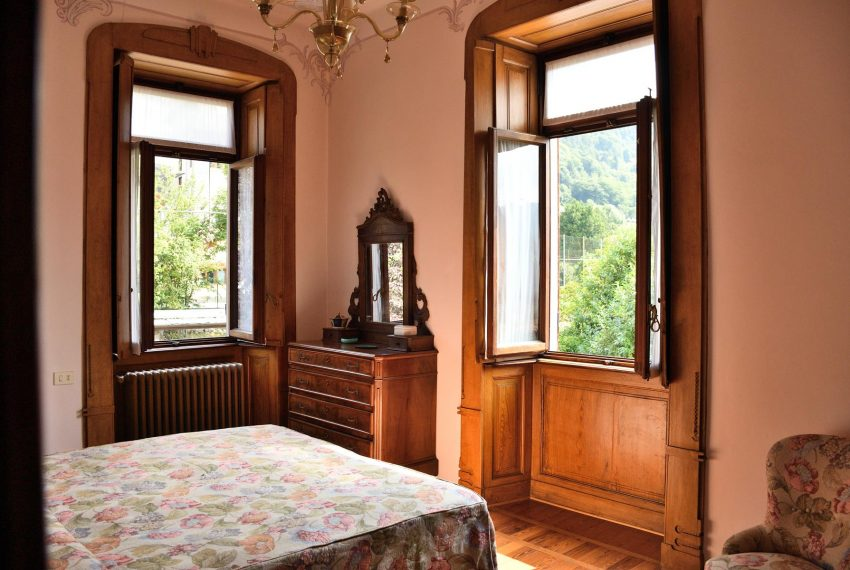 22. Bedrrom with double bed Valle Intelvi accomodation